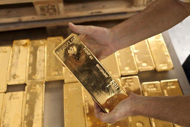 الذهب ينخفض وسط حذر قبل بيانات الوظائف الأمريكية