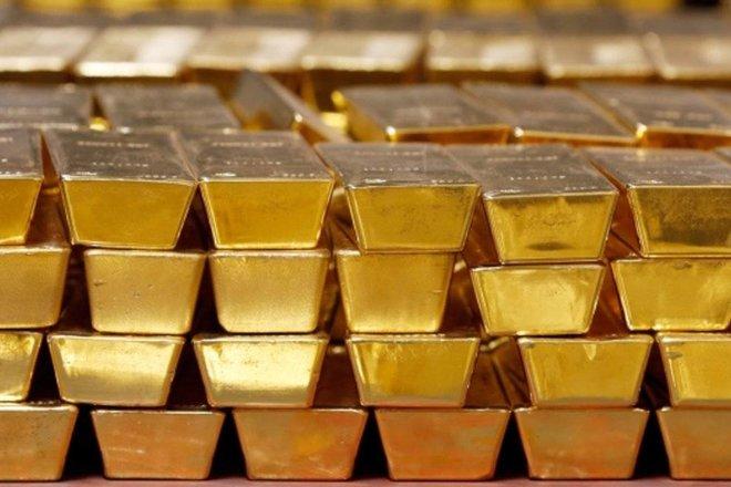 الذهب يفقد بريقه مع ارتفاع الدولار بعد تصريحات المركزي الأمريكي