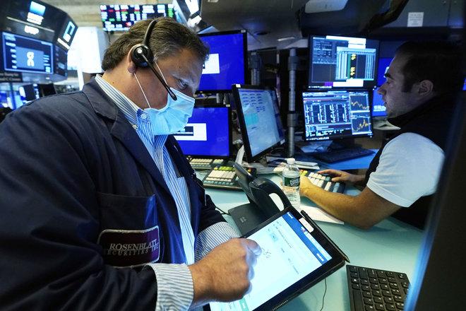 الأسهم الأمريكية تستقر بعد مكاسب القطاعات شديدة التأثر بالاقتصاد
