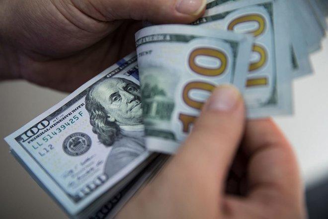 الدولار عند أعلى مستوياته في 3 أسابيع بفعل بيانات مبيعات التجزئة الأمريكية