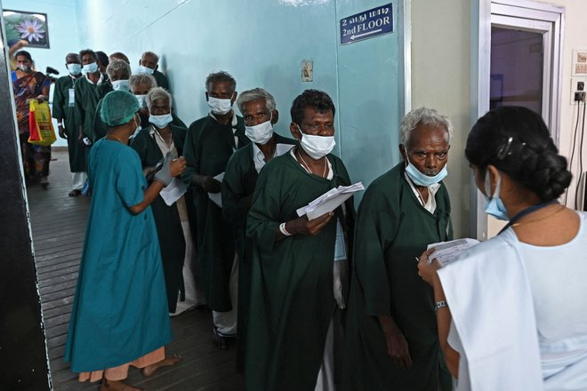 على طريقة  ماكدونالدز .. عمليات جراحية للعيون في الهند