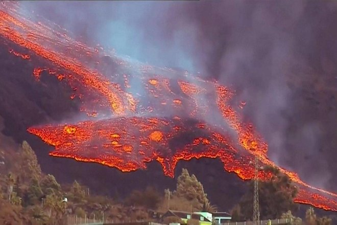 """بركان """"لا بالما"""" يلغي 80 % من حجوزات السياح"""