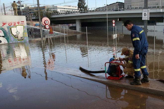 بعد حرائق الغابات.. الفيضانات تغرق البيوت في أنحاء اليونان