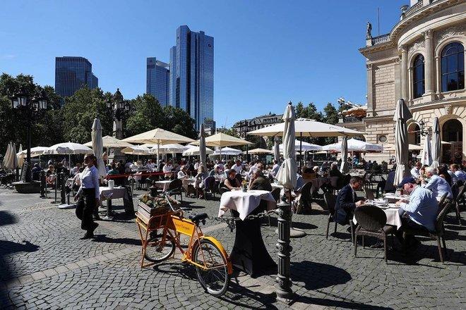 قطاع الضيافة الألماني دون مستويات ما قبل كورونا .. المبيعات أقل 16.2 %