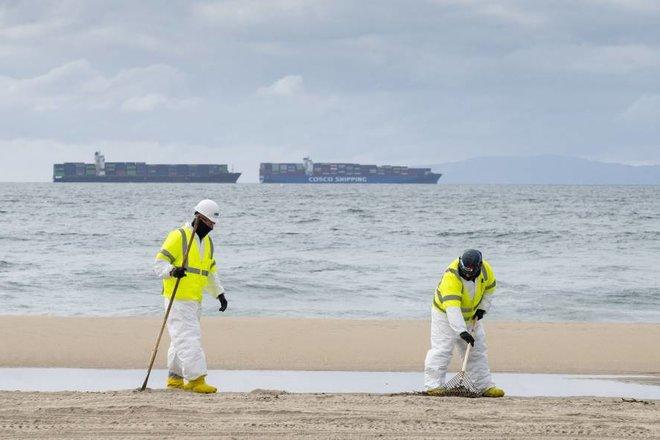 محققون: تسرب النفط في كاليفورنيا قد يكون بدأ قبل عام