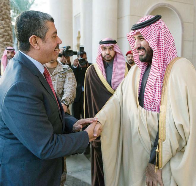 ولي ولي العهد يبحث مع بحاح تطورات الأوضاع في اليمن