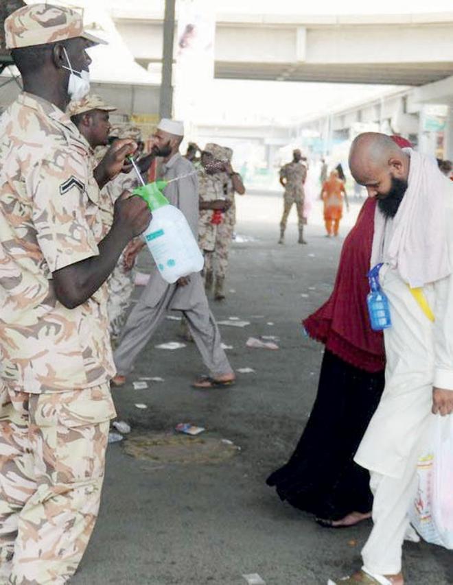 جنود الرحمة.. يتصدرون مشهد «الحج» بخلقهم