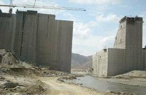 سد وادي بيش يكتمل بطول 340م وارتفاع 106 أمتار