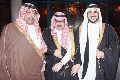 الأمير مقرن يحتفل بزفاف منصور