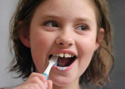 غسل الأسنان بشكل منتظم له صلة بصحة القلب