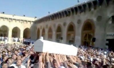 جنازة مفتي حلب تتحول إلى «أضخم مظاهرة».. وإسرائيل تتوقع سقوط الأسد خلال 4 أشهر