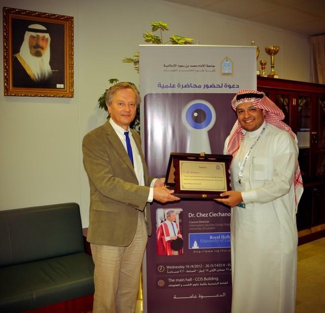 جامعة الامام تستضيف المشرف على برنامج ماجستير أمن المعلومات في كلية هولوي في جامعة لندن