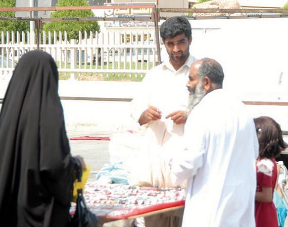التفتيش والأمطار يقلصان بسطات الأسواق المتنقلة في الشرقية