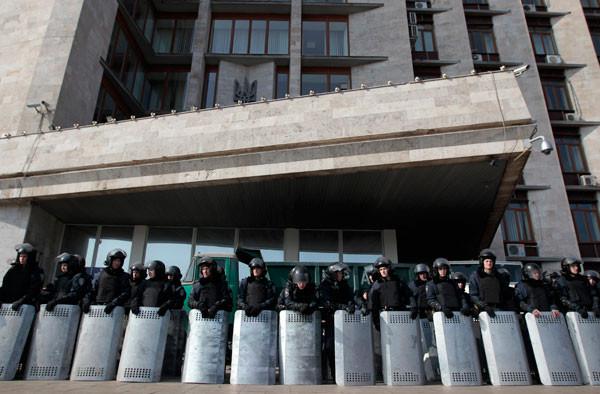 الأزمة الأوكرانية .. أوباما: تنظيم استفتاء حول انضمام القرم لروسيا سيمثل انتهاكا للقانون الدولي