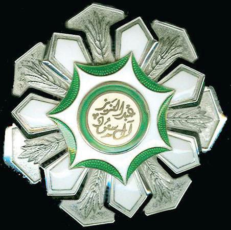 قلادتا «الملك عبدالعزيز» و«بدر الكبرى».. أبرز الأوسمة السعودية