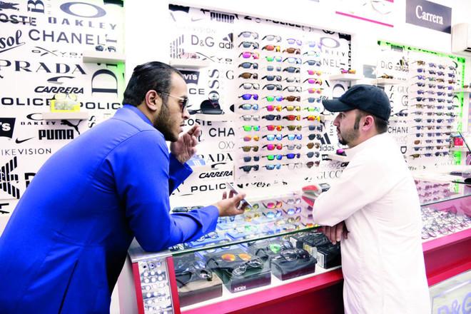 6f26f1e00 سوق «البصريات» في السعودية .. «منجم ذهب» لمصنعي النظارات المقلدة ...