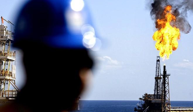 نتيجة بحث الصور عن برنت يرتفع دولارًا معوضًا بعض الخسائر مع عودة صادرات ليبيا
