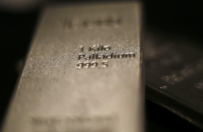 11d532222f2fa البلاديوم يصعد لمستوى قياسي فوق 1600 دولار وسط مخاوف بشأن المعروض ...