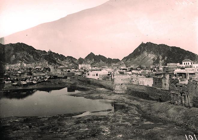 بورخارت .. رحالة ألماني مولع بتصوير المدن ومقتله لغز يمني