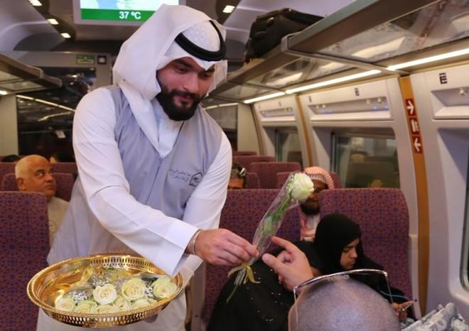 26bce4d69 الرميح : 1000 رحلة لقطار الحرمين منذ انطلاقته .. وتشغيله على مدار الأسبوع  خلال رمضان