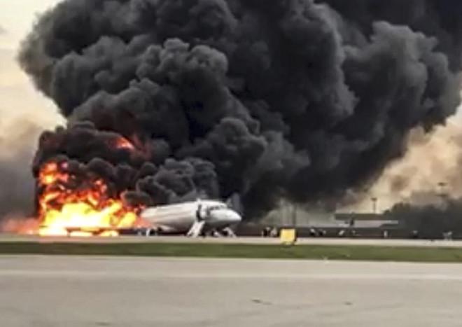 قائد الطائرة الروسية المنكوبة يعزو الكارثة إلى البرق