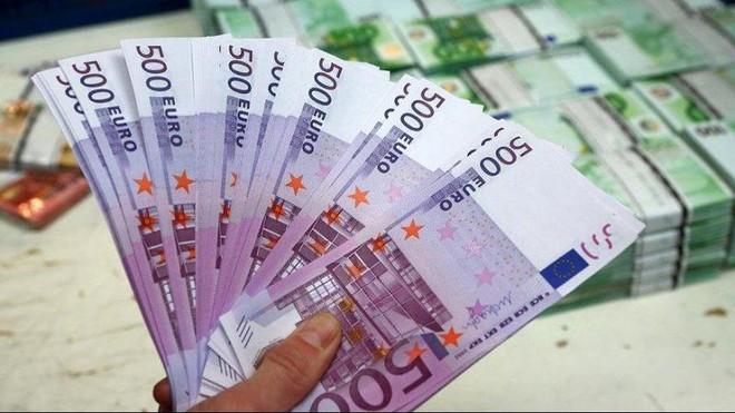 تراجع أعداد النقود المزيفة في أوروبا في النصف الأول صحيفة الاقتصادية