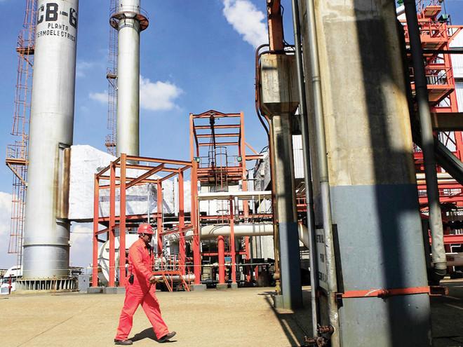 a4eab250f فنزويلا .. 35 مليار دولار خسائر نفطية سنويا و200 مليار ديون مستحقة ...