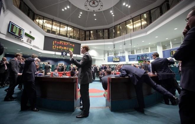 مؤشر بورصة لندن الرئيس يغلق على انخفاض