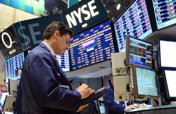الأسهم الأمريكية تغلق منخفضة مع صعود قطاع الطاقة