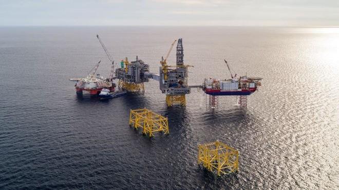أسعار النفط تصعد 2% بعد تقارير عن هجوم على ناقلة إيرانية