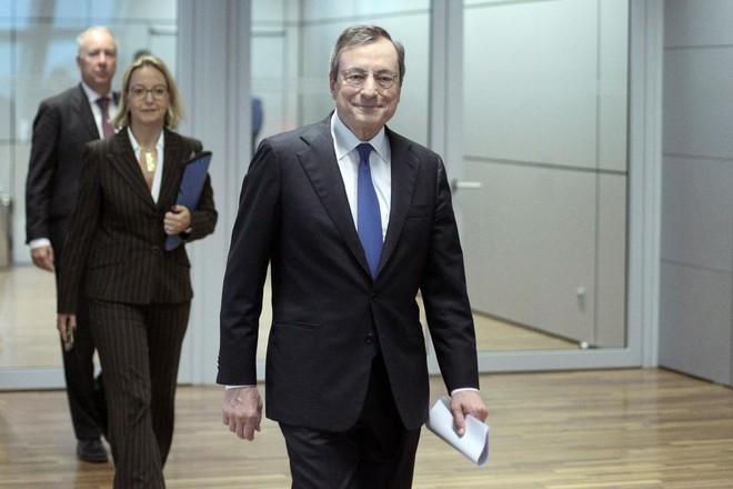 """""""المركزي الأوروبي"""" يبقي سياسته النقدية دون تغيير .. ويترك الباب مفتوحا أمام التحفيز"""