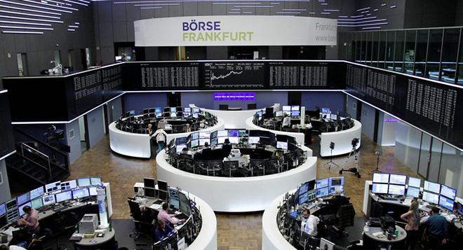 الأسهم الأوروبية تهبط بفعل قلق التجارة والخروج البريطاني
