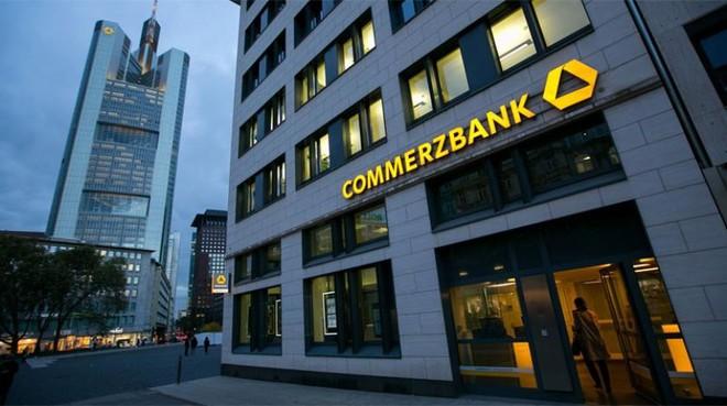 """""""كومرتس بنك"""" ماض في خفض التكاليف بعد فشل محاولة الاندماج مع """"دويتشه بنك"""""""