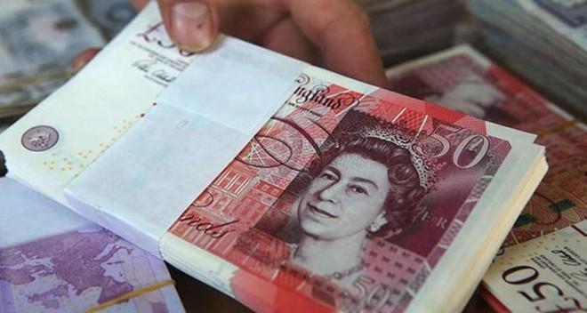 الإسترليني بتراجع مقابل الدولار واليورو