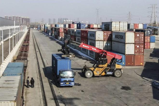صادرات الصين تتراجع17 % .. أكبر هبوط منذ فبراير 2019