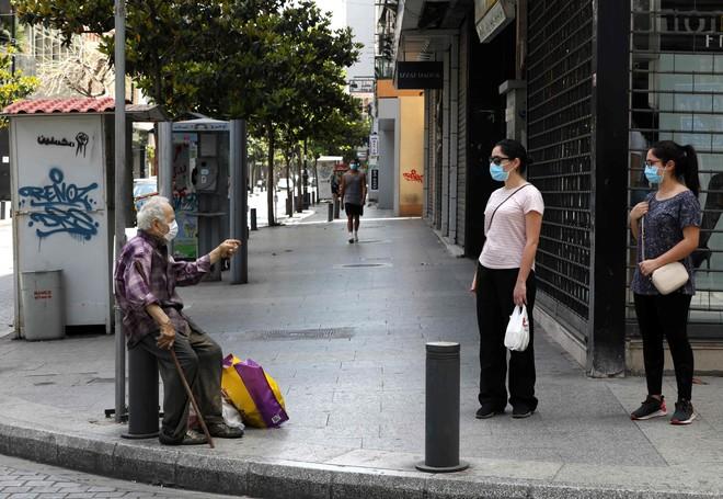 لبنان يستأنف إعادة فتح الاقتصاد تدريجيا غدا بعد قيود كورونا