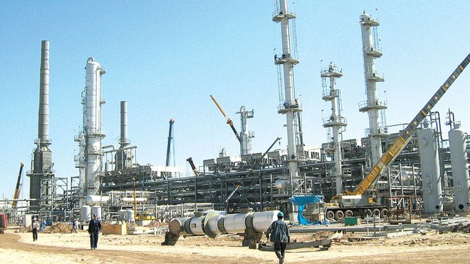شركات النفط والغاز تعاني أزمة ثلاثية .. وعودة التوترات التجارية تضغط على الأسعار