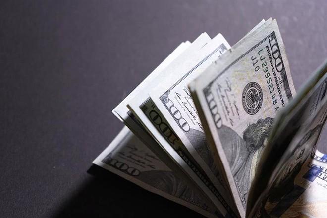 بين البيانات الإيجابية ومخاوف كورونا.. الدولار يستقر ويحافظ على مكاسبه