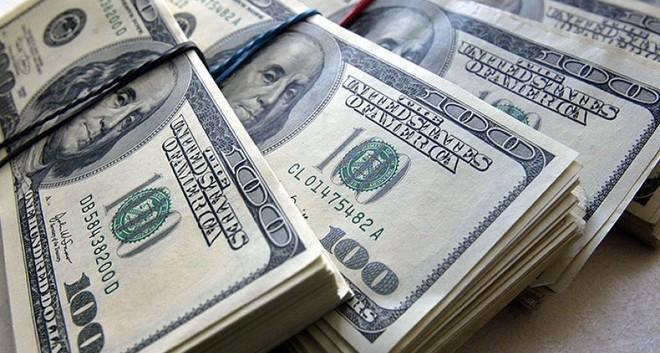 الدولار يستقر أمام اليورو وسط ترقب بيانات التصنيع والوظائف الأمريكية