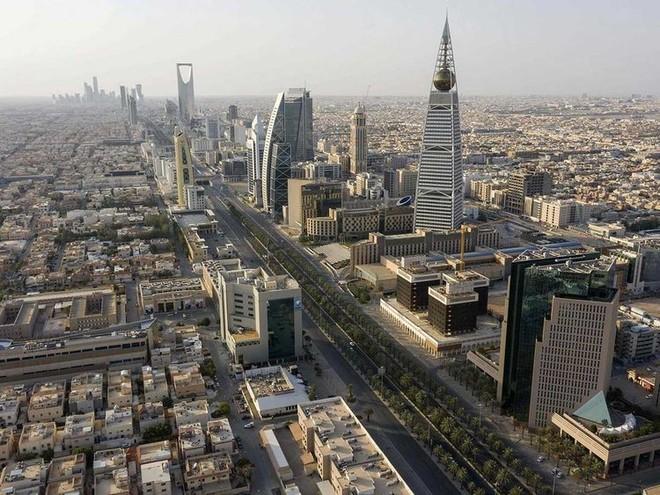 """31 % من إيرادات الميزانية السعودية في النصف الأول """"غير نفطية"""""""