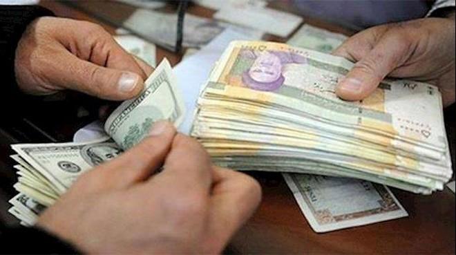 العملة الإيرانية تهوي لمستوى قياسي .. الريال أكثر من 215 ألف مقابل الدولار