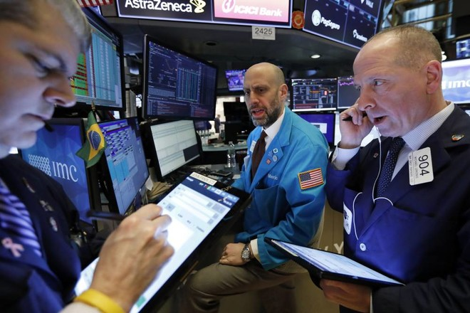 الأسهم الأمريكية تتراجع مع تعثر التعافي .. و«الأوروبية» تكسر موجة صعود 4 أيام