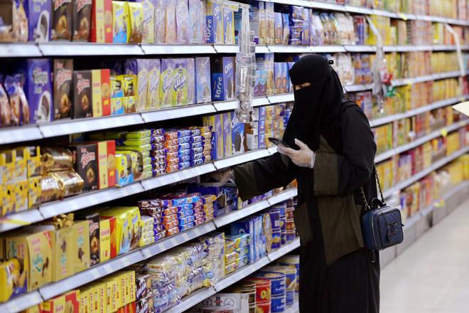 التضخم في السعودية يرتفع 6.1 % في يوليو مع رفع ضريبة القيمة المضافة إلى 15%