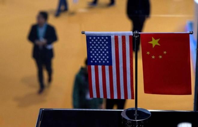 الصين وأمريكا تبحثان النزاع التجاري في اتصال هاتفي