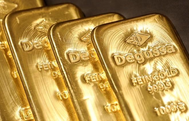الذهب يغلق مرتفعا لكنه يسجل أول هبوط شهري في 5 أشهر