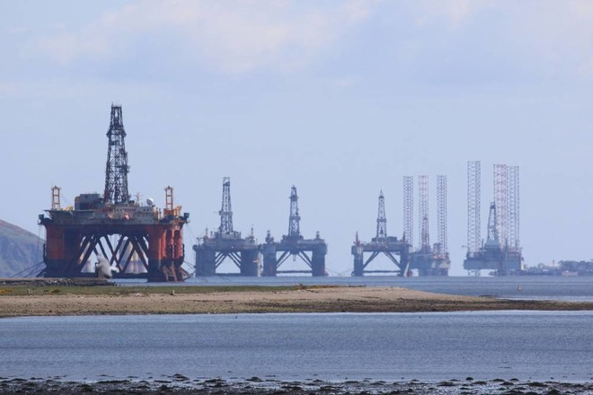 أسعار النفط تحت ضغوط تباطؤ التعافي الاقتصادي العالمي وتسارع إصابات كورونا
