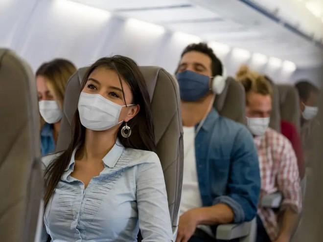 شركات الطيران الأمريكية تتعلق بالمسافرين للترفيه خوفا من السقوط