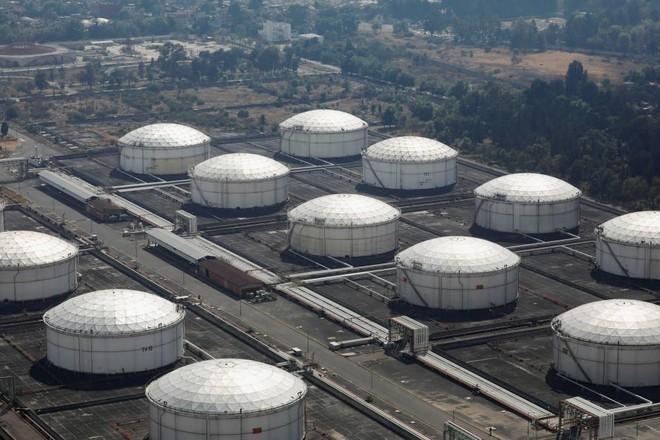 أسواق النفط في أسبوع .. ارتفاع الفيروس يخمد تفاؤل اللقاح وكبح الإنتاج بانتظار «أوبك +»