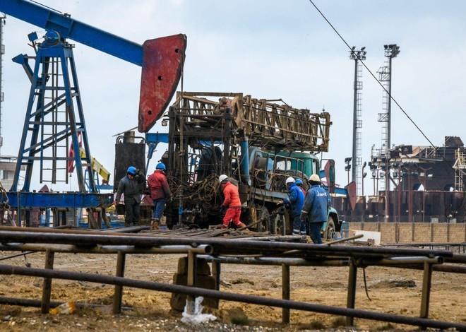 قانون مثير للجدل في فنزويلا يسهل الاستثمار في قطاع النفط تحت غطاء السرية