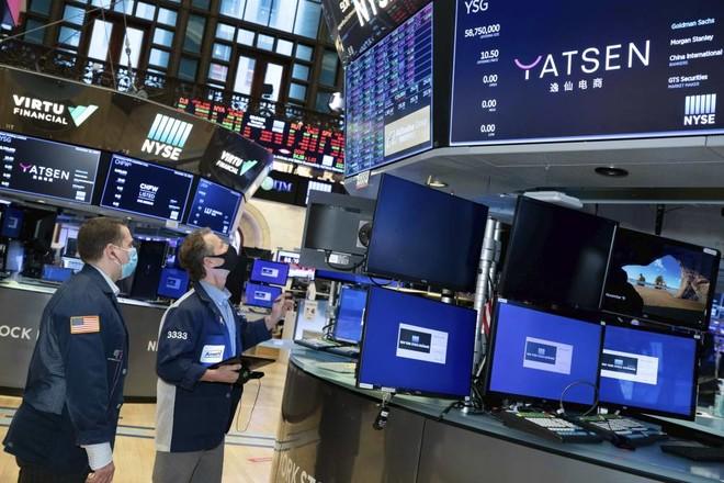 محللون: تطبيق قيود جديدة لإبطاء الموجة الثانية وراء جني أرباح في أسواق الأسهم العالمية